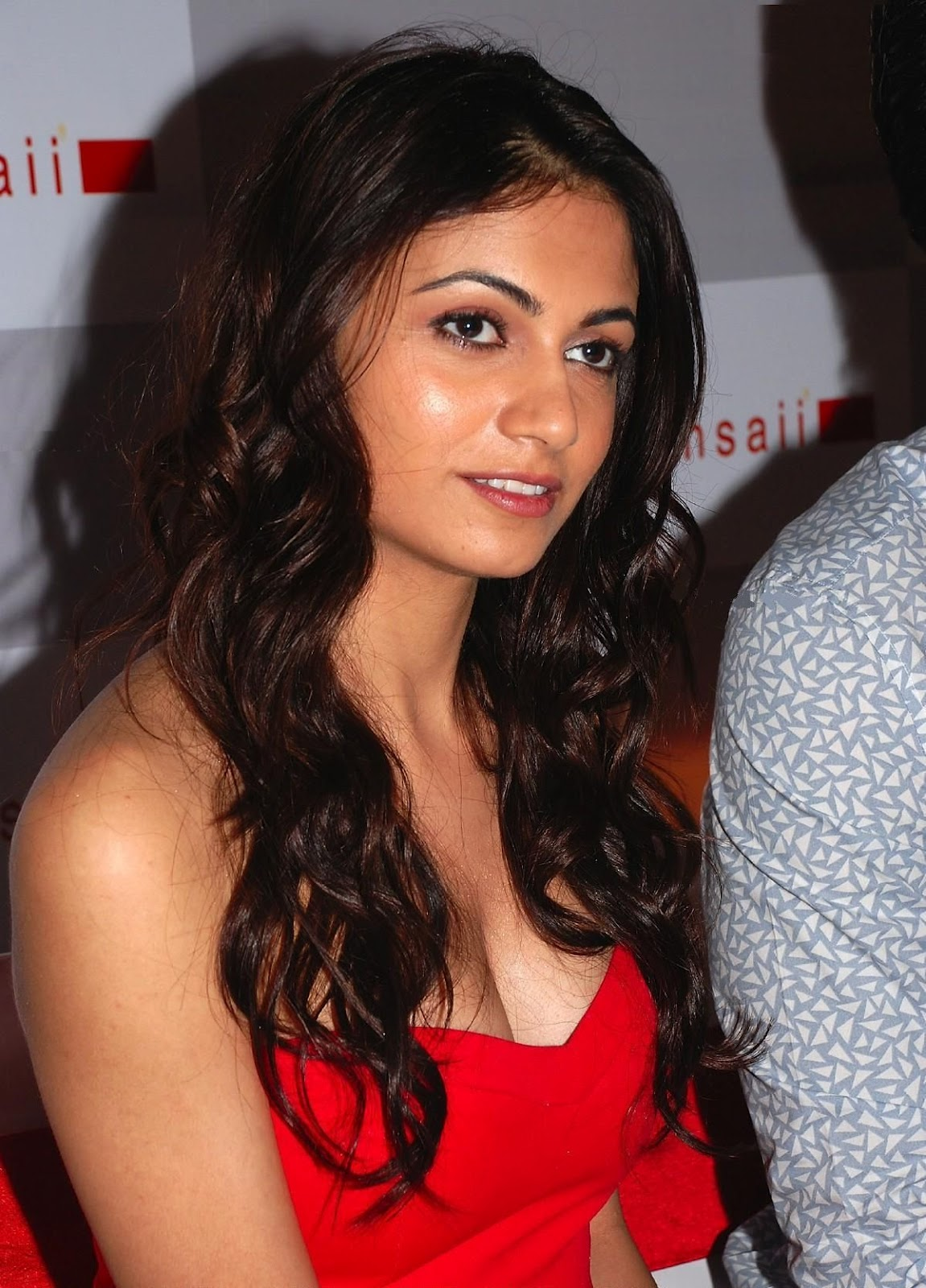 High Quality Bollywood Celebrity Pictures Simran kaur