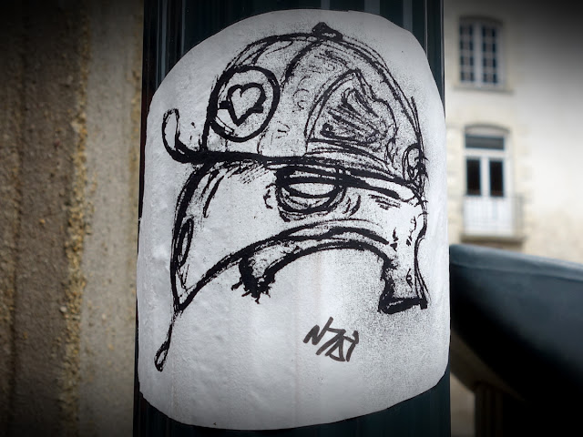 Spiting Vulture - Rue du Vau Saint-Germain  - Avril 2015