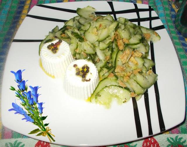 Salada de pepino holandês