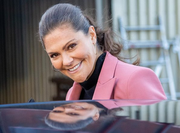 Crown Princess Victoria wore Rodebjer Nera Pink Blazer. Crown Princess wore a pink blazer by Rodebjer. visit to Activity Prevents