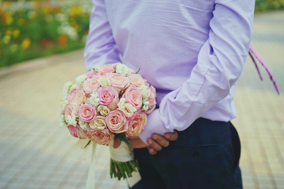 Vì sao phụ nữ thích được tặng hoa