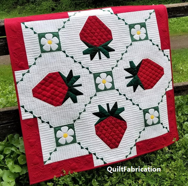 Strawberry Splendor quilt by QuiltFabrication