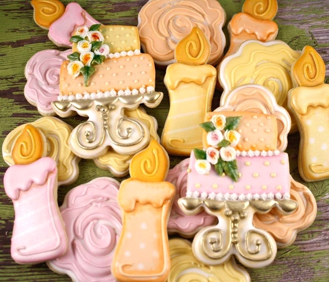 Cookie decorating tutorial -- rose cookies for wedding season
