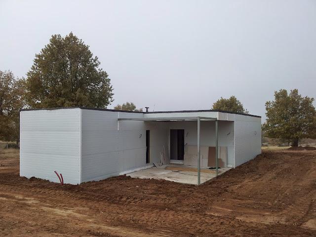 Finalización del cerramiento de una vivienda modular - Resan