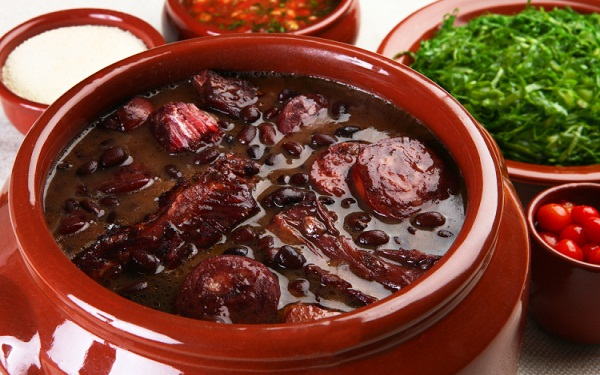Receita de feijão preto delícia (Imagem: Reprodução/Dinneer)