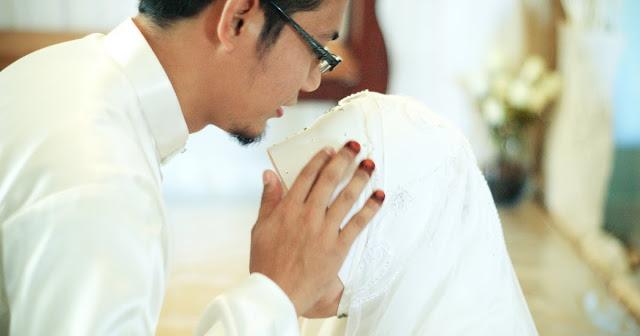 Kisah Suami yang Begitu Setia Kepada Istrinya
