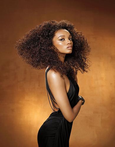 mujer pelo afro