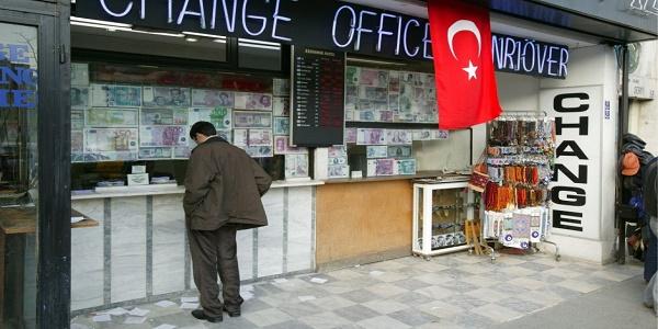 Η Τουρκία καταρρέει, η Ιταλία είναι στο στόχαστρο και η Ευρώπη κρατάει την… ανάσα της