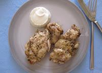 Ψημένα μπούτια κοτόπουλου μαριναρισμένα με ζα'αταρ + ντιπ γιαουρτιού με πιπέρι καγιέν - by https://syntages-faghtwn.blogspot.gr