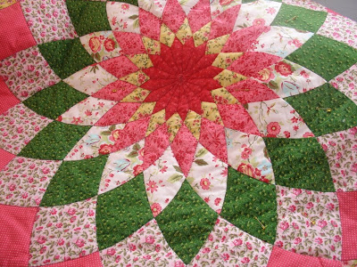 Learn how to make giant dahlia quilt