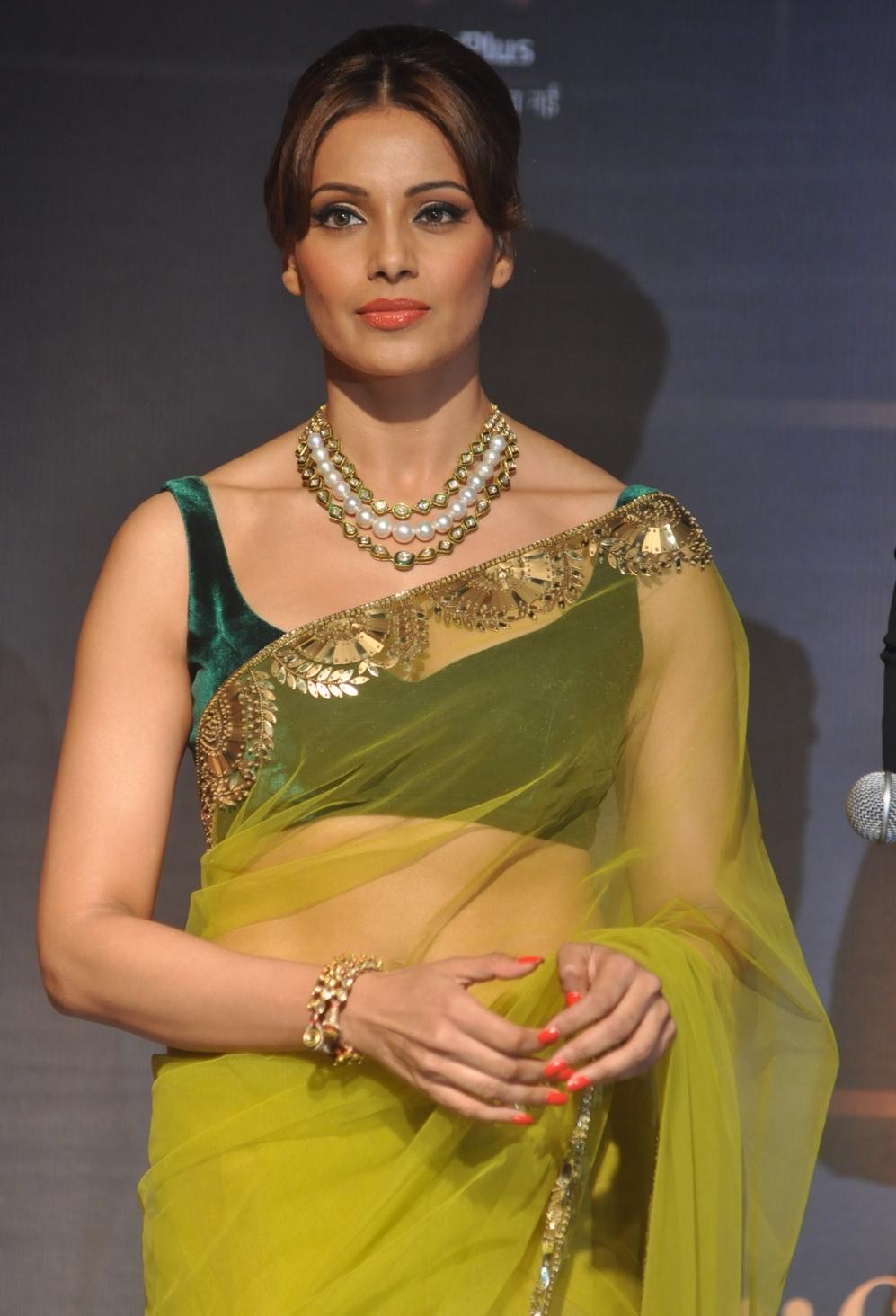 Bipasha Basu Iifa Awards Pics-7876