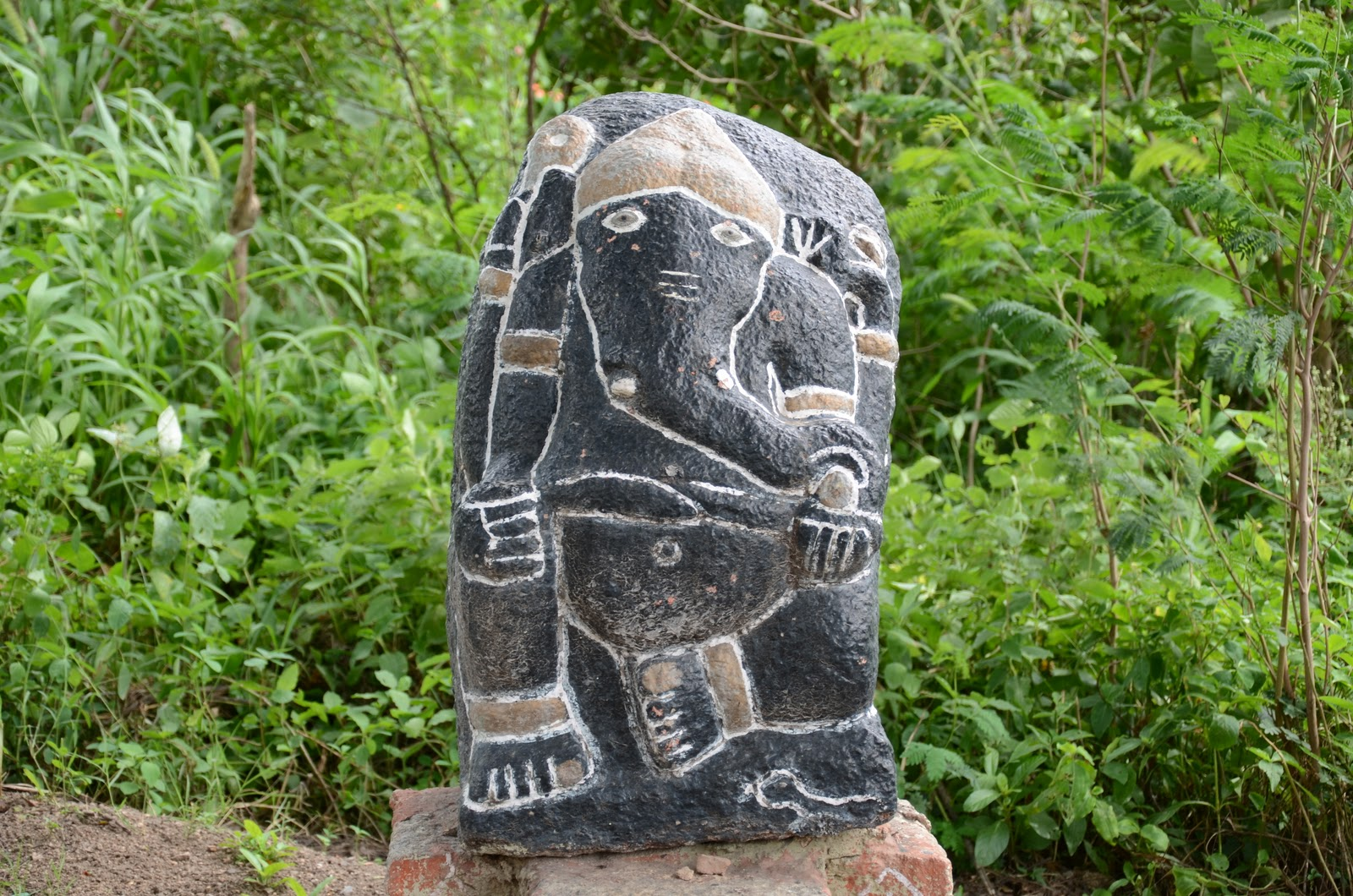 Old rare black idol of Ganesha found in fields near bhongir fort