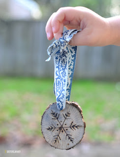 A fun and cheap christmas ornament idea using a wood burn tool on wood slices