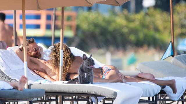 Φιλιά και αγκαλιές για τον 51χρονο David Guetta και την 27χρονη σύντροφό του