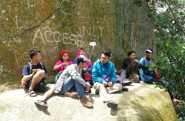 Batu Kursi Gunung haur