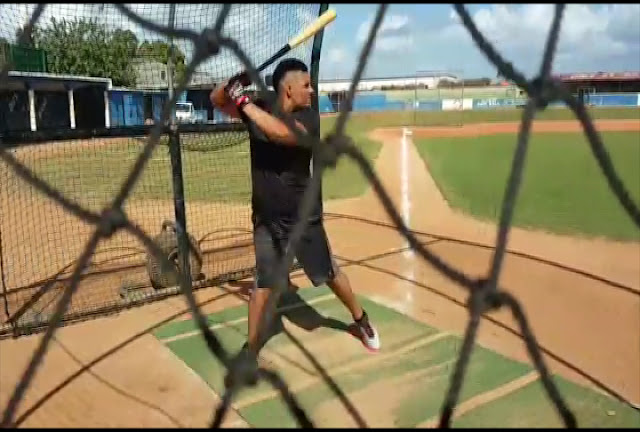 El prometedor slugger cubano Lionard Kindelán está en estos momentos en la República Dominicana, en busca del camino que le lleve a las Grandes Ligas