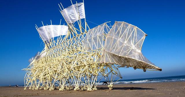 テオ・ヤンセンの風で動く奇妙な生き物アート??【a】 ストランドビースト