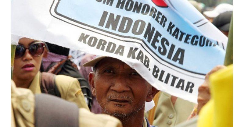 Dipayungi Kegembiraan, Honorer K2: Terima Kasih, Pak Jokowi!