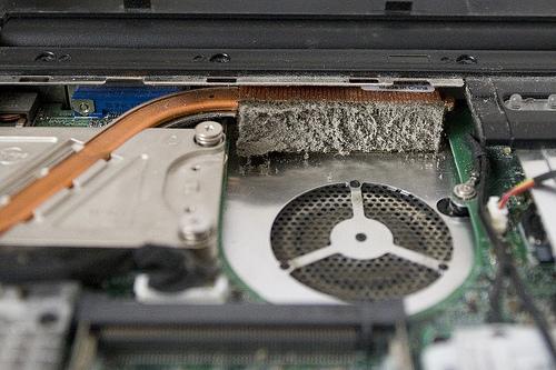Система охлаждения ноутбука, забитая пылью