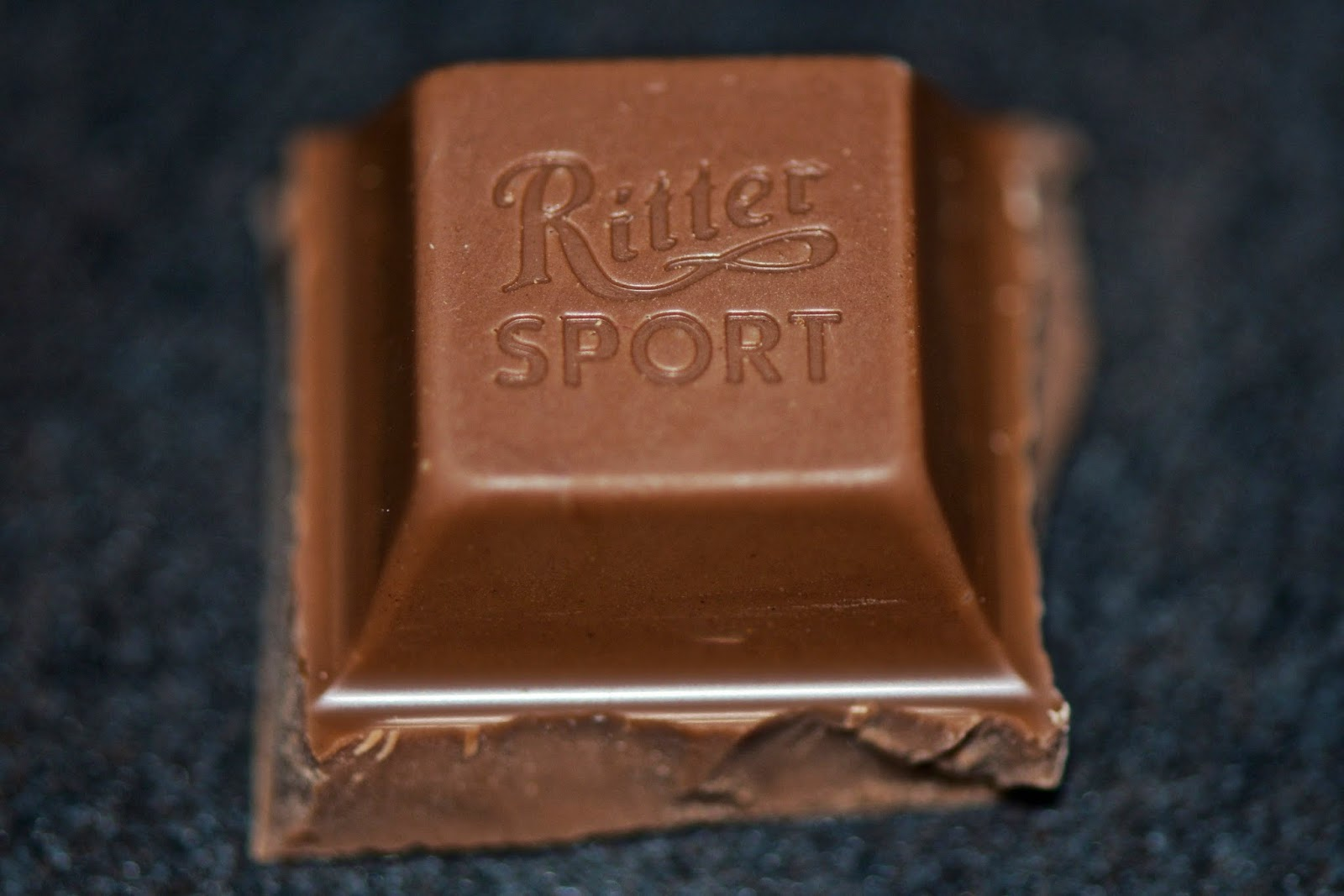 Chocolat au lait - Milk chocolate - dessert -cacao -cocoa - food - Ritter Sport Alpine Milk
