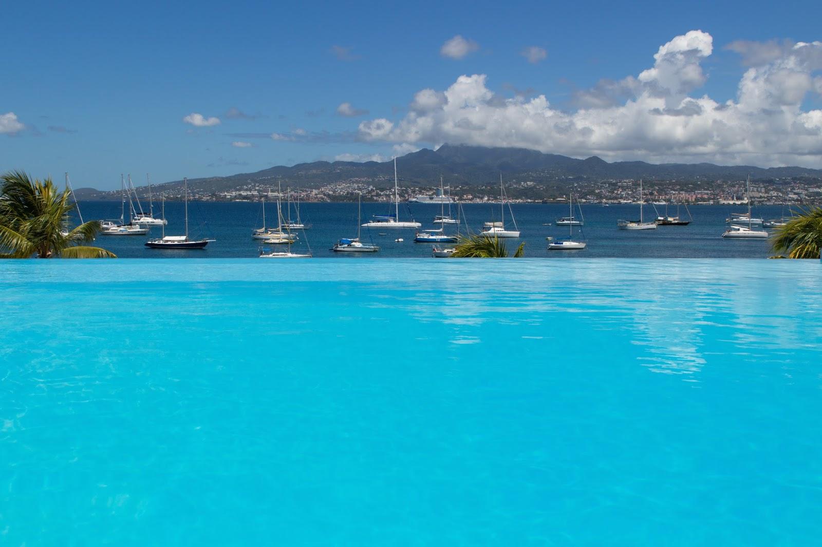 hôtel piscine débordement