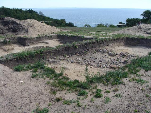 Grodzisko wczesnośredniowieczne w Lubiniu na wyspie Wolin - wykopaliska archeologiczne