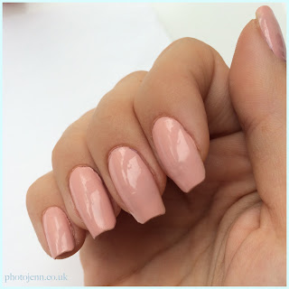 new-gosh-nail-care-gel-look-top-coat-pretty-ballerina-swatch-on-nails