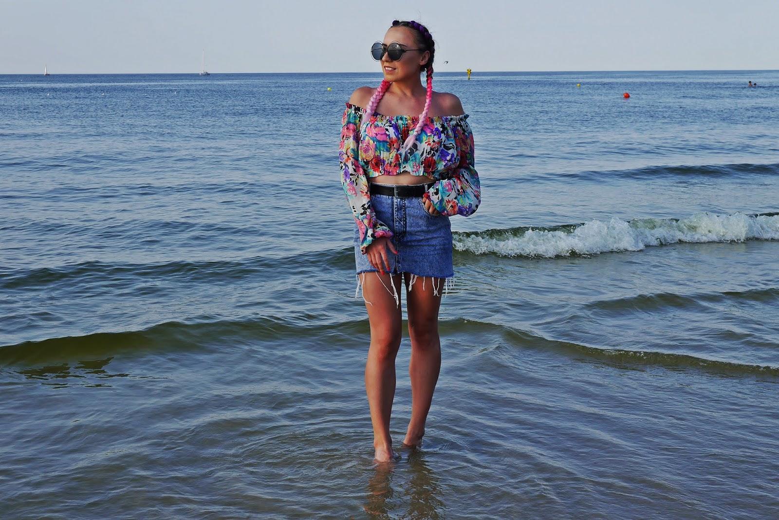 8_jeansowa_spodnica_top_w-kwaity_warkocze_kolorowe_karyn_blog_modowy_200818
