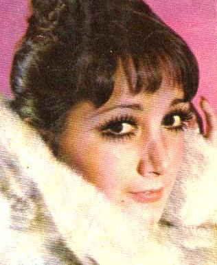 Foto de María Antonieta de las Nieves con pestañas rizadas