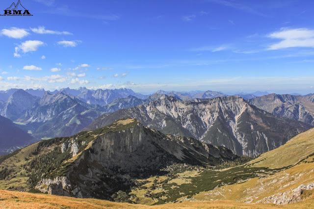wanderung zum hochiss-  Blick ins Karwendel - Achensee wandern Tirol
