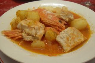 Guiso de patatas con pescado y marisco