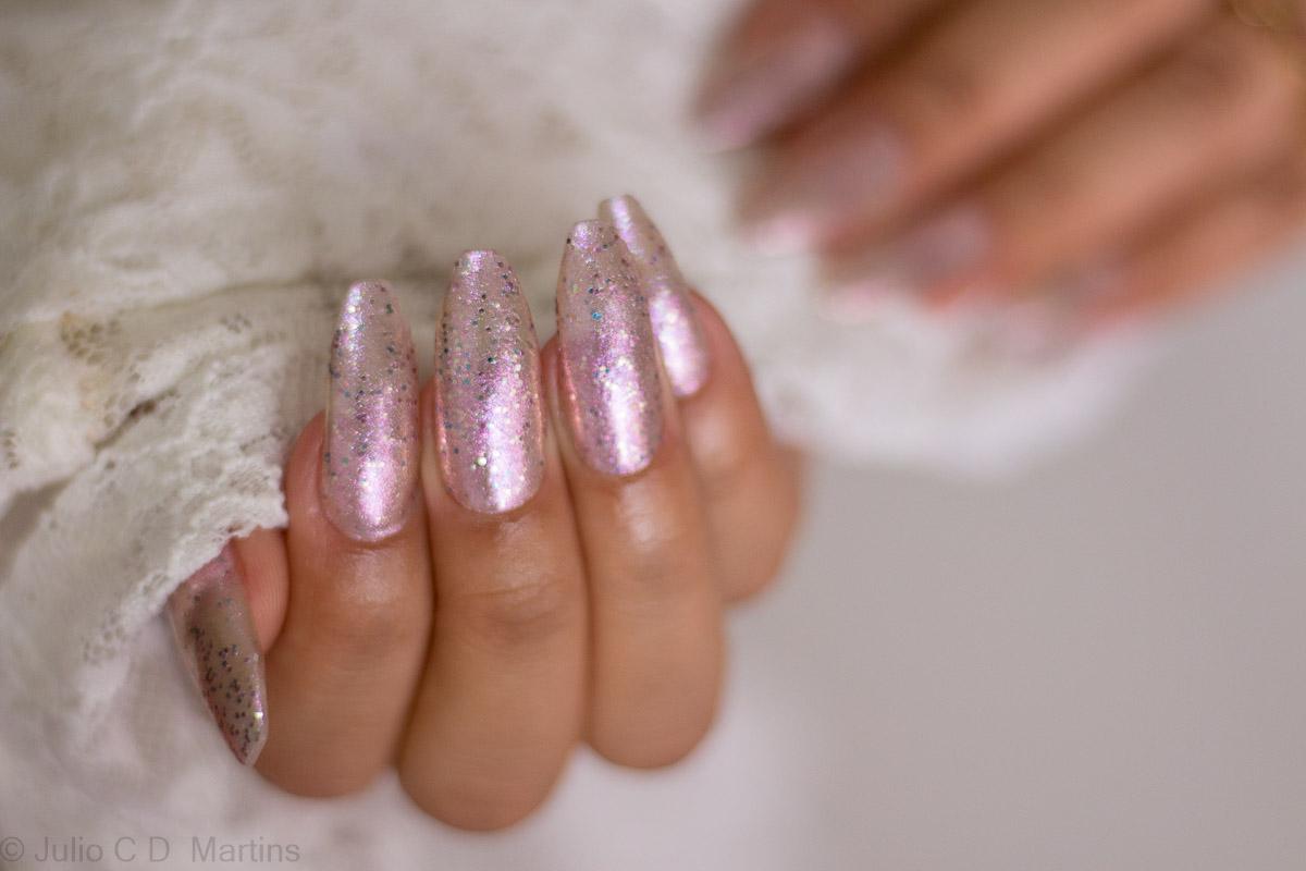 Unhas para o Ano Novo com glitter, formato Ballerina
