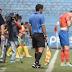 Futbolista se entera de la muerte de su madre en pleno partido (video)
