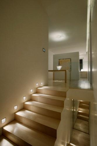Forum illuminazione corridoio mansardato for Applique scale interne