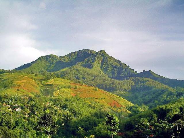 Seram! Inilah 6 Misteri  yang Terdapat di Gunung Manglayang