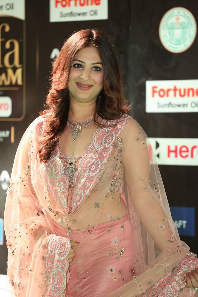 Indian Model Gowri Munjal At IIFA Awards 2017 In Pink Dress