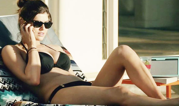 Alexandra Daddario Sexiest Bikini Pictures-Sensuous Images will melt your Heart