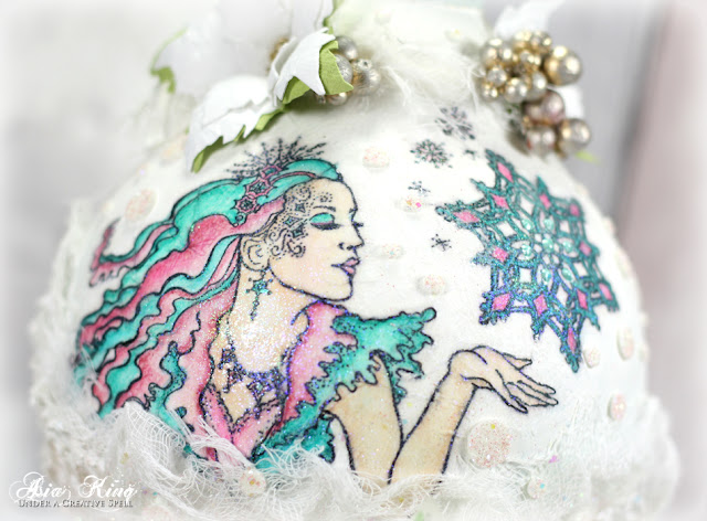 Dry decoupage Christmas bauble