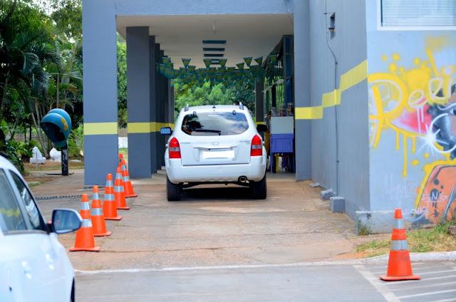 O estacionamento fica exatamente ao lado deste veículo à esquerda Foto Joaquim Dantas