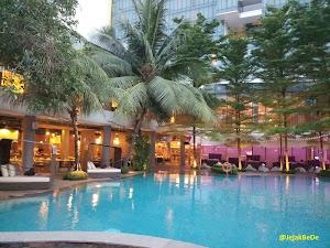 Menikmati Kemewahan Double Tree By Hilton Hotel Dengan Laguna Tropisnya