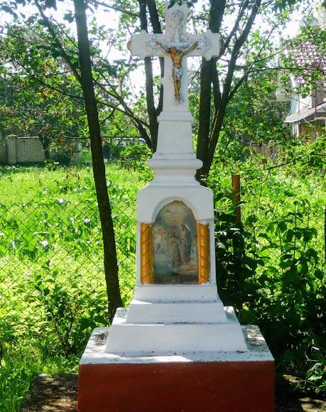 Слободка. Церковь Рождества Пресвятой Богородицы. 1905 г. Крест на территории храма