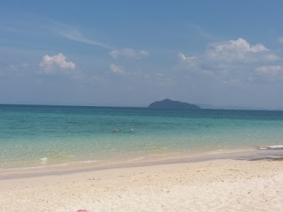 photo of the beach of the island Ko Bulone Le in the Thai Andaman Sea