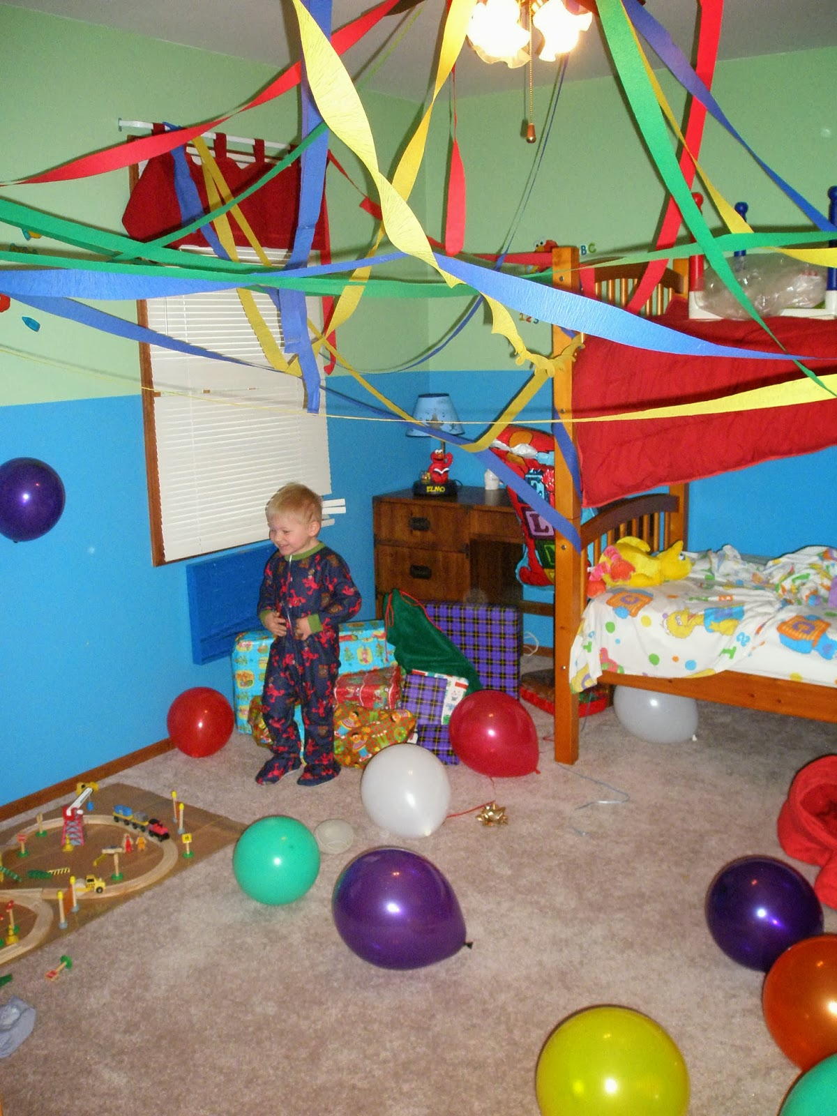 Birthday Room Decoration With Balloons
