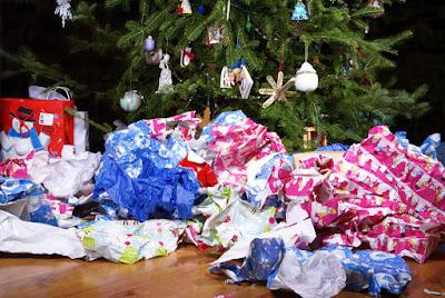 коледна хартия за опаковане на подаръци