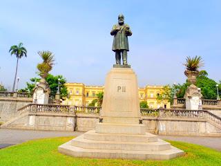 Estátua de Dom Pedro II em Frente ao Museu Nacional do Rio de Janeiro