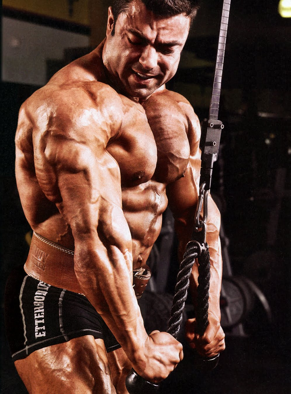 Eduardo Correa Works his Arms 2