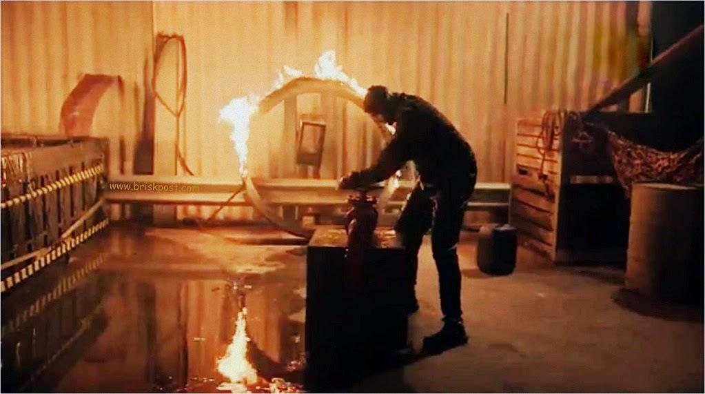 Fear Factor Khatron Ke Khiladi Darr Ka Blockbuster hushing fire by moving river to complete his Climax Stunt
