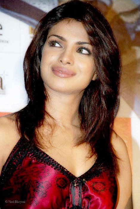 Cute Word Wallpaper Priyanka Chopra Beautiful