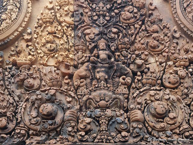 Banteay Srei, gopura principal, Indra sobre Airavata - Angkor, Camboya por El Guisante Verde Project