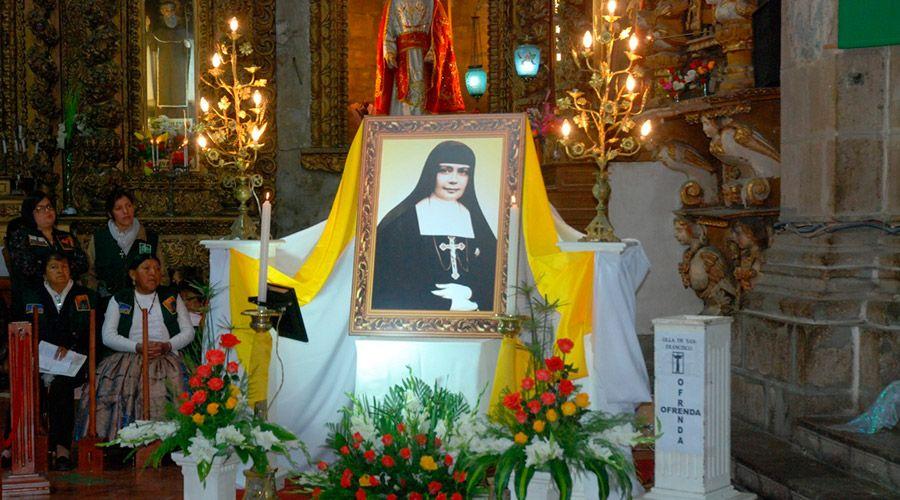 Altar para la santa boliviana en la misa dominical de la Basílica Menor de San Francisco / CEB